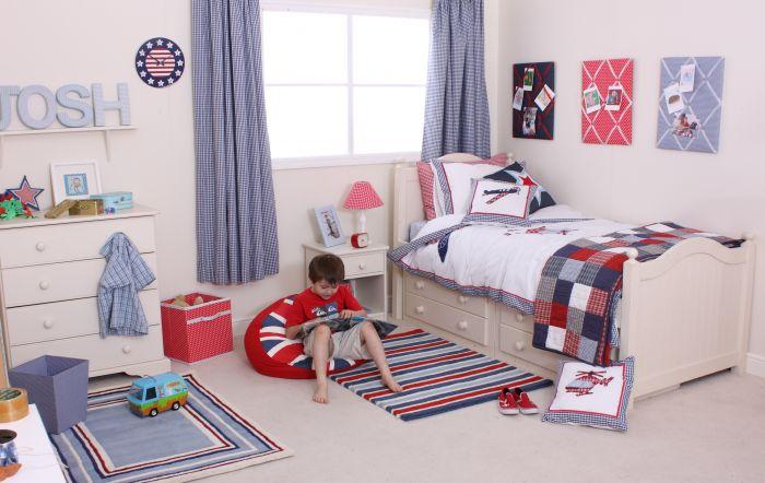 Pokój dla dziecka z nowoczesnymi, dziecięcymi meblami
