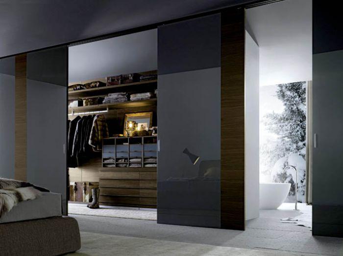 Możemy sami zaprojektować wnętrze garderoby i wybrać jej kolor. Cena - od 15 000 zł. POLIFORM
