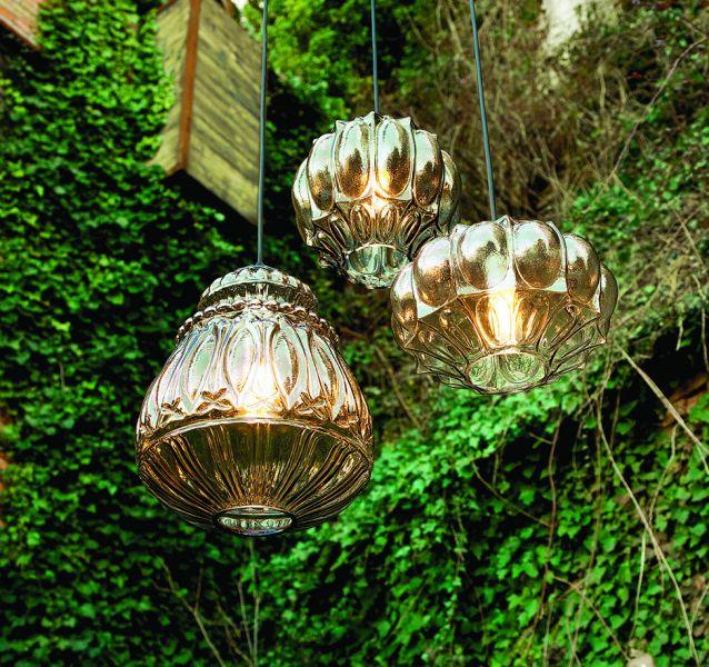 Cube planted, świecące rusztowanie donicy tworzy razem z roślinami wyraźne punkty świetlne w ogrodzie, idealne