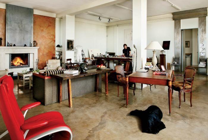Podłoga to bardzo efektowny polerowany beton z pyłem marmurowym, barwiony naturalnymi pigmentami.
