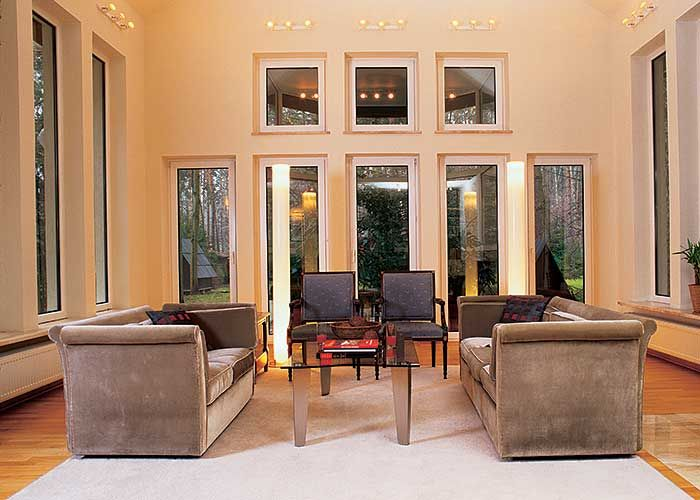 Salon tworzy symetryczną kompozycję.