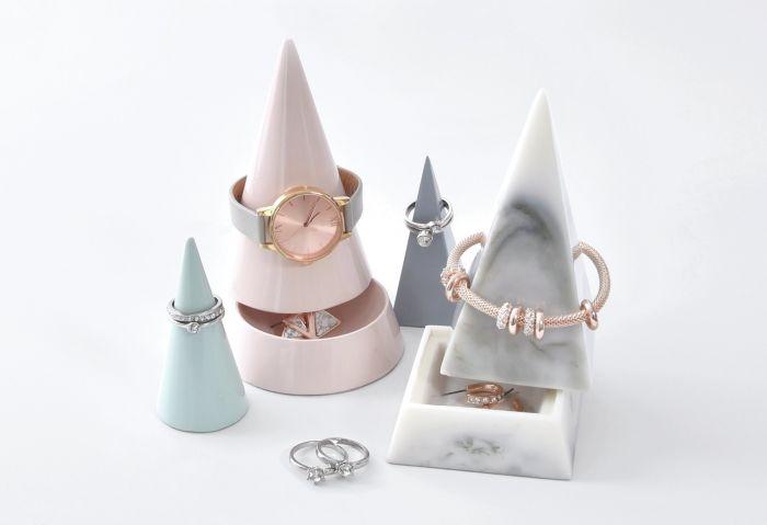 najładniejsze stojaki i podstawki na biżuterię