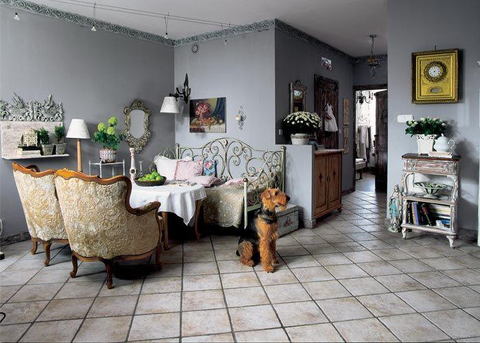 Styl rustykalny: szarości, przecierki, meble ze przeszłością – oto przepis na mieszkanie po francusku .
