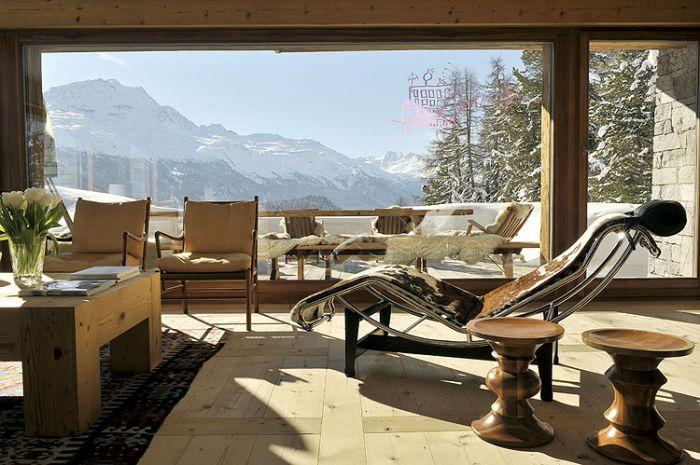 Właściciel chciał ogromnych okien i widoków na cztery strony świata.