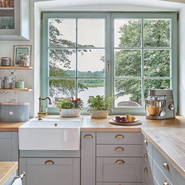blat pod oknem w kuchni