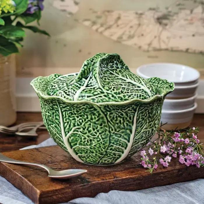 kolorowe naczynia w kształcie warzyw