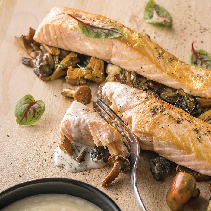Łosoś w sosie z anchois na ragoût grzybowym z purée z cebuli