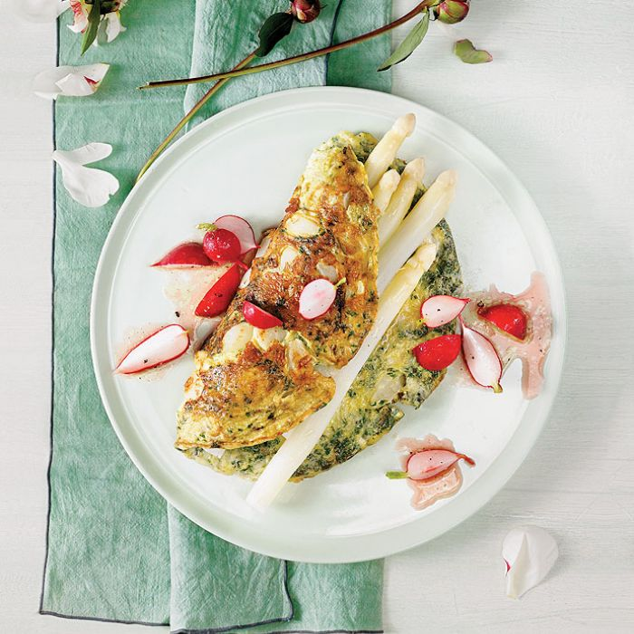 Omlet jest szybki do przygotowania, dlatego to doskonała propozycja na smaczne śniadanie.