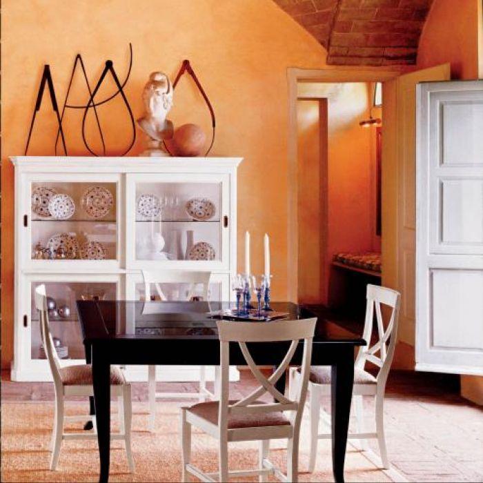 Pojedynczo lub w duecie - witryny z przesuwanymi drzwiczkami, kolekcja Glamour. Cena - 3850 euro. TONIN CASA