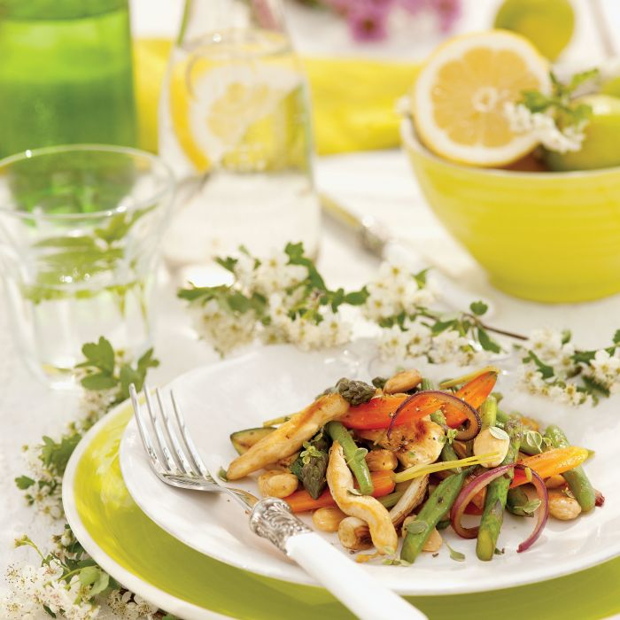Przepis na obiad: kurczak z warzywami i migdałami