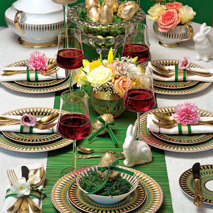 Astra India z PFP Ćmielów z etnicznymi ornamentami, intensywnymi kolorami i subtelnymi złotymi zdobieniami