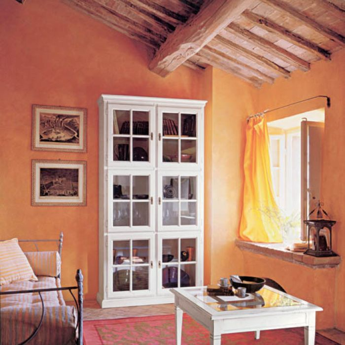 Witryna i stolik z kolekcji Glamour. TONIN CASA