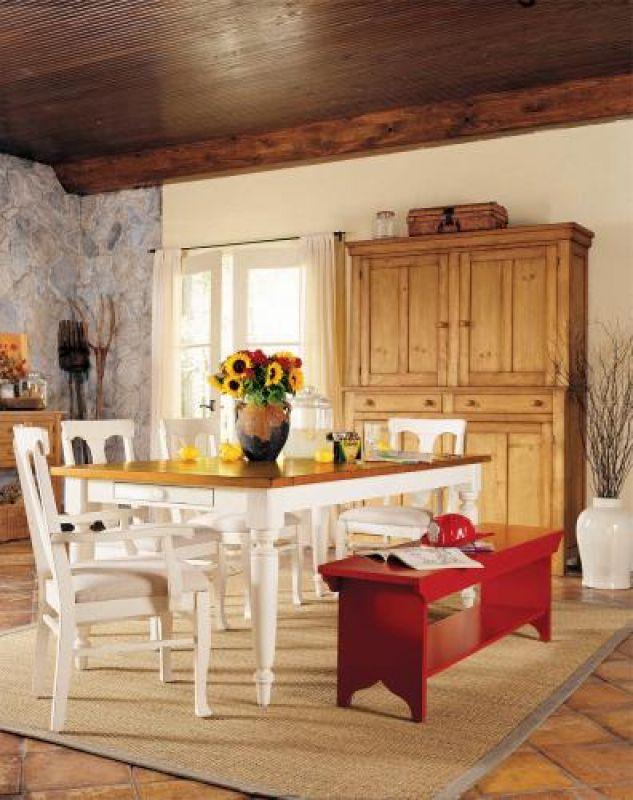 Do łask wracają tradycyjne ławy. Często są w kontrastowych kolorach. CENTRUM WITEK, MEBLE LANE