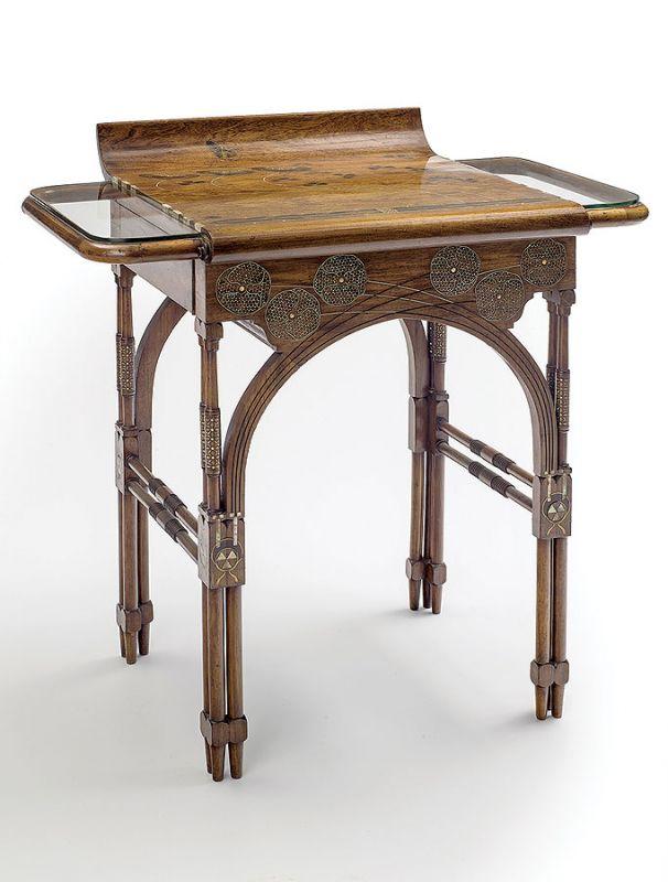 Eugenio Quarti, biurko z drewna orzechowego zdobione ornamentami floralnymi, 1898 r.