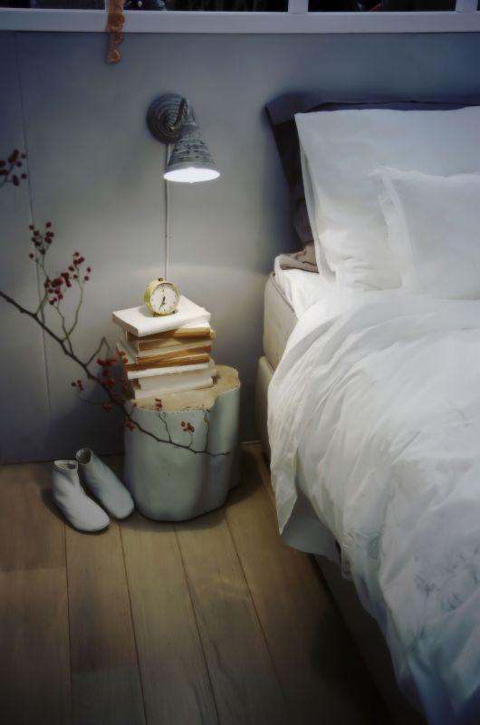 Spokojne kolory w sypialni pozwalają się wyciszyć przed snem.