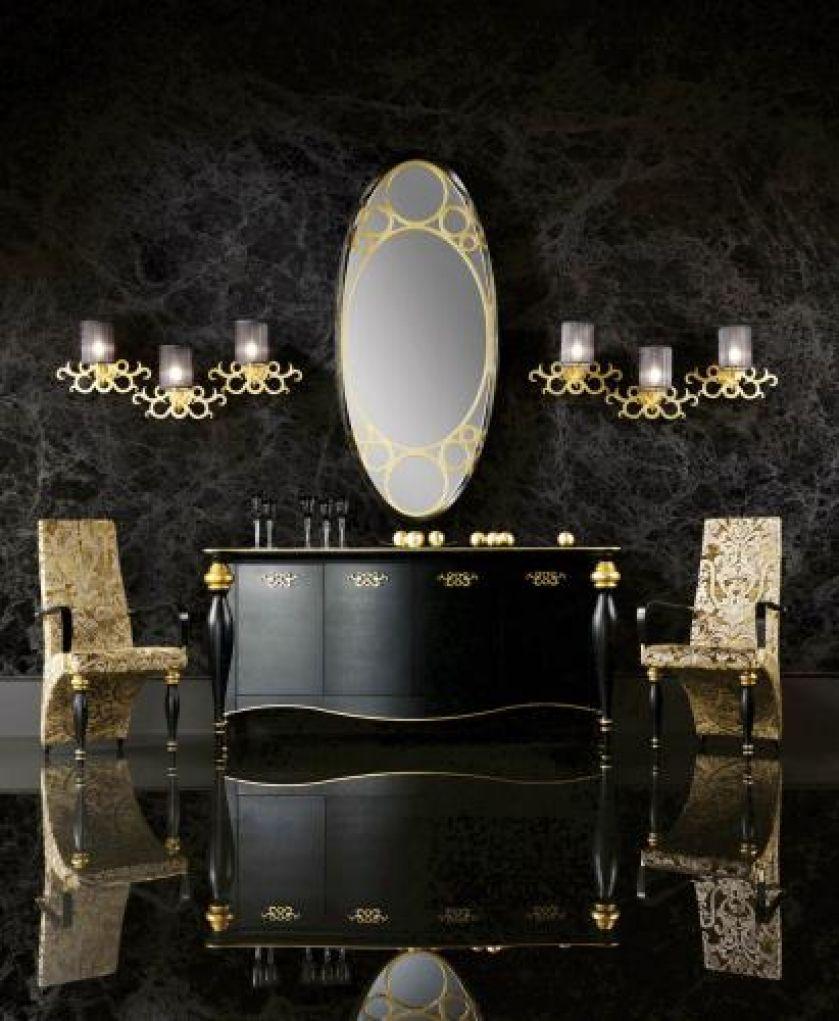 Ornamenty na meblach z kolekcji Venus pokryte są płatkami złota. Komoda kosztuje 17 100 zł, krzesło - 2400 zł,