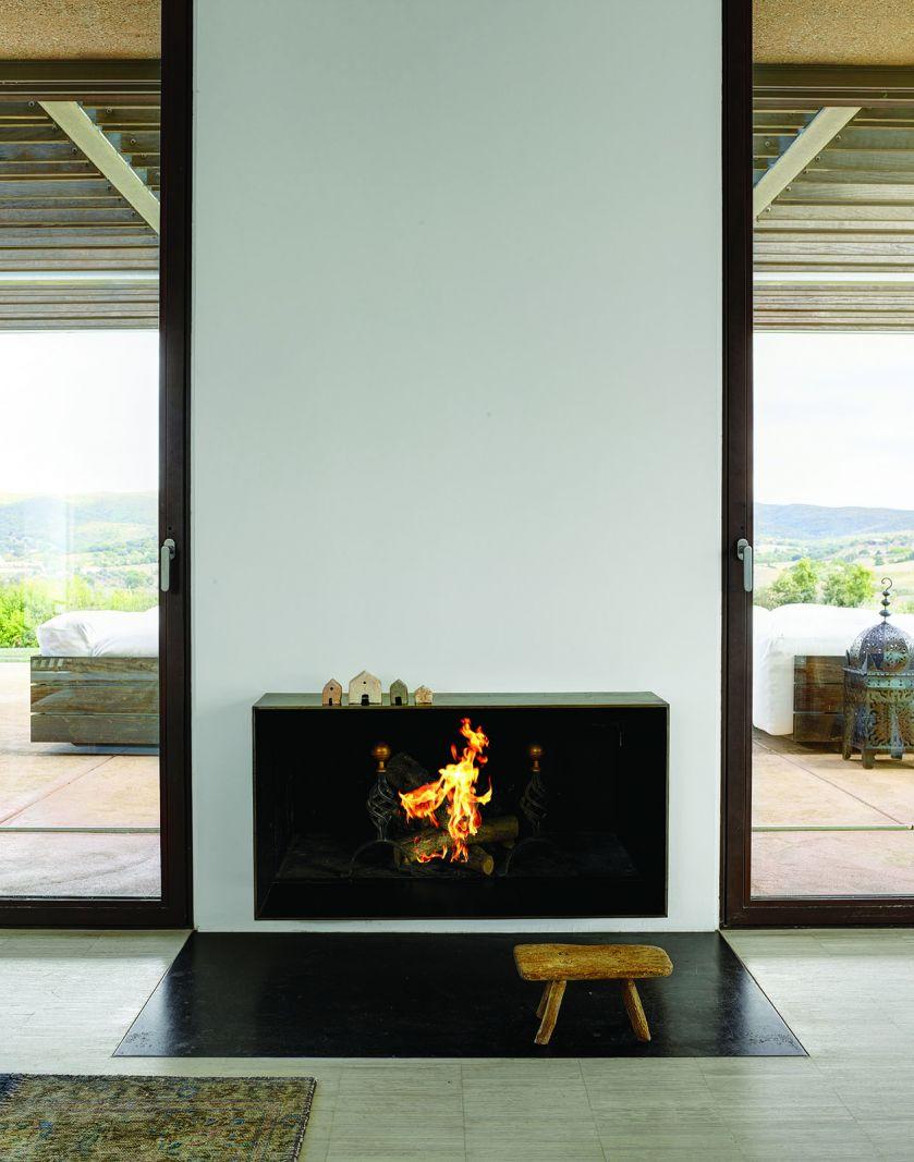 minimalistyczny kominek