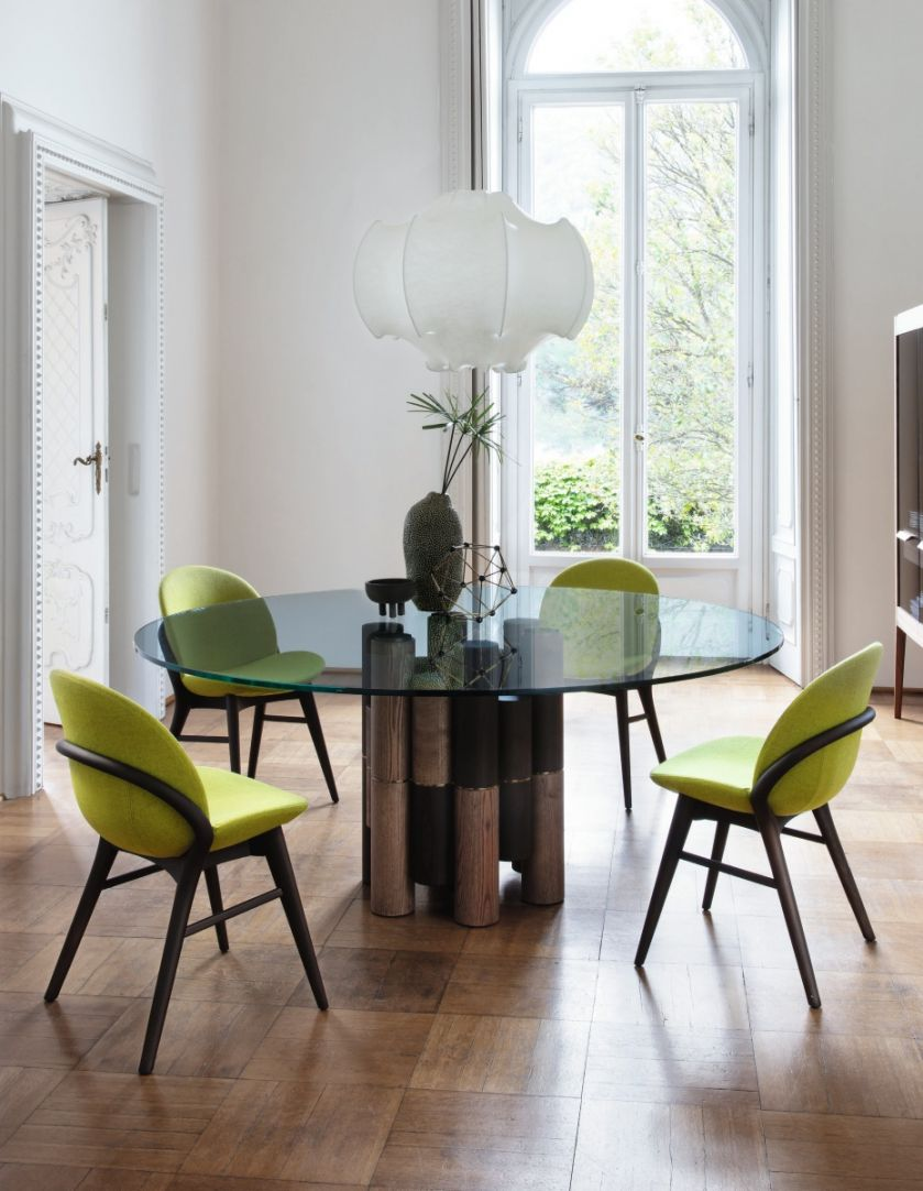 krzesła i stół do jadalni
