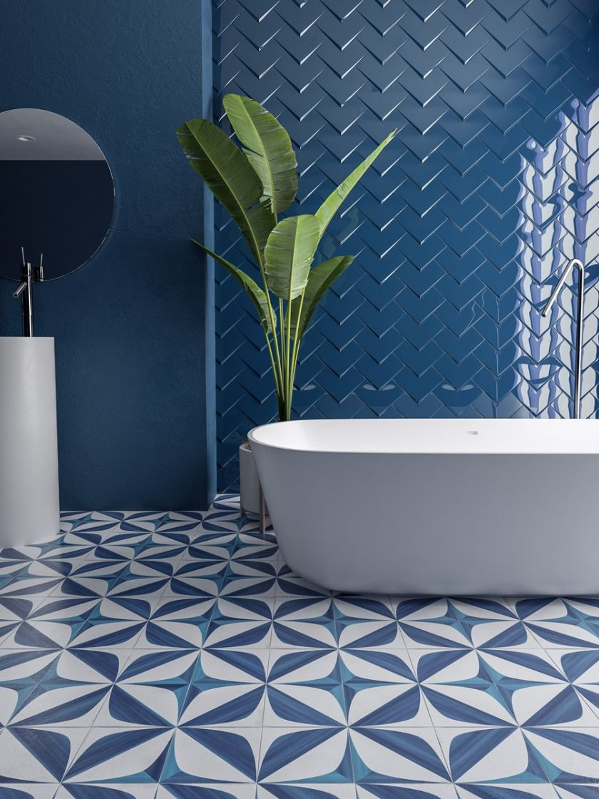 dekoracje do niebieskiej łazienki