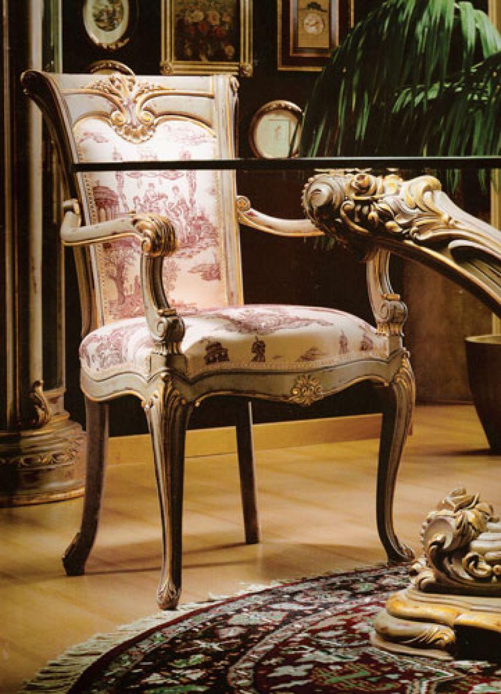 Krzesło Noble z drewna czereśni wykończone jest 24-karatowym złotem. Zapłacimy za nie 12 485 zł. HEBAN