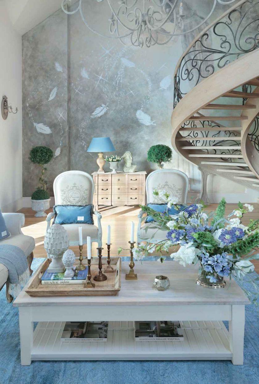 Pałacowo i surowo: styl loftowy obok francuskiej klasyki