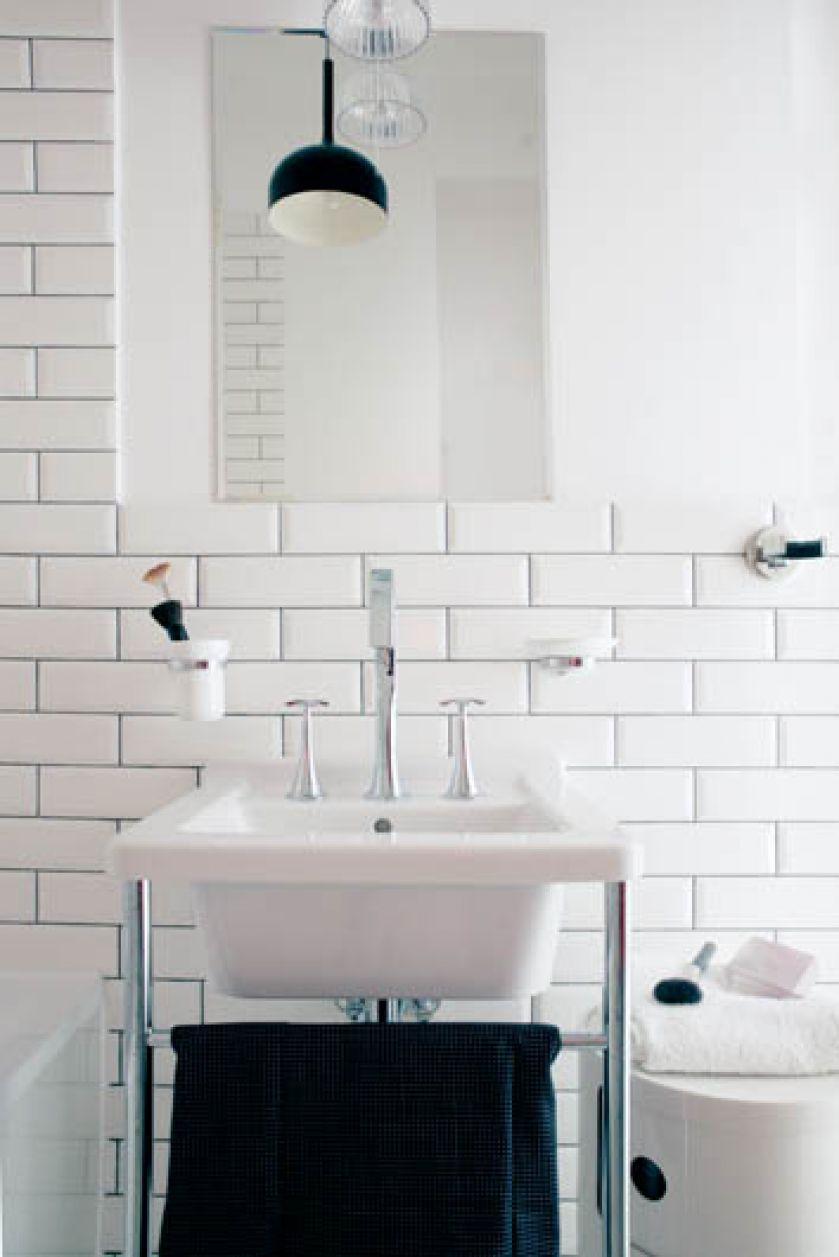 Biała jest także łazienka. Dyskretny urok dizajnu