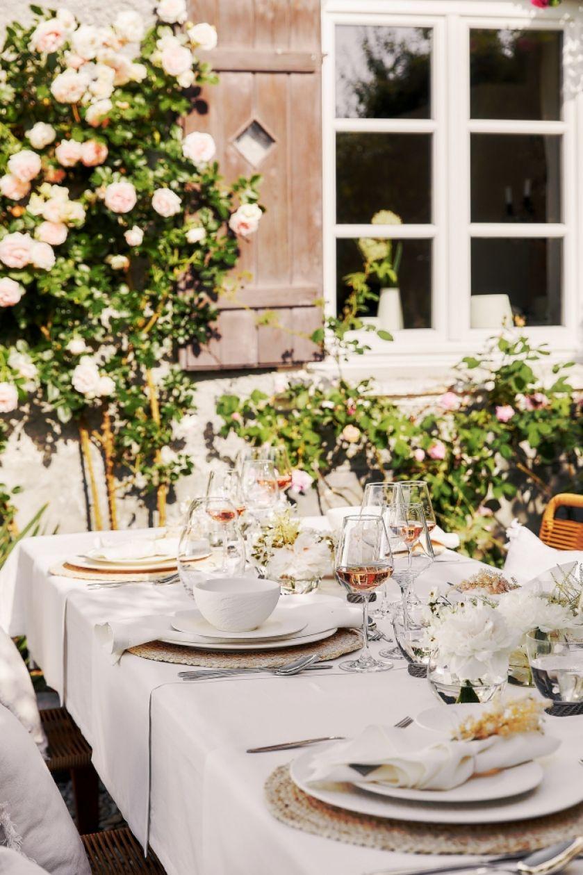 garden party pomysły na nakrycie stołu