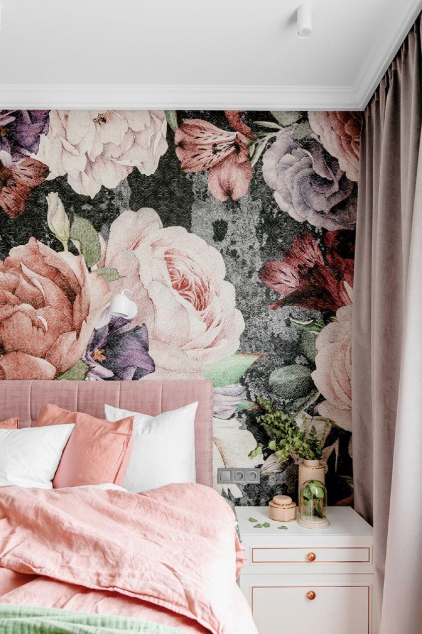 tapety w kwiaty do różowej sypialni