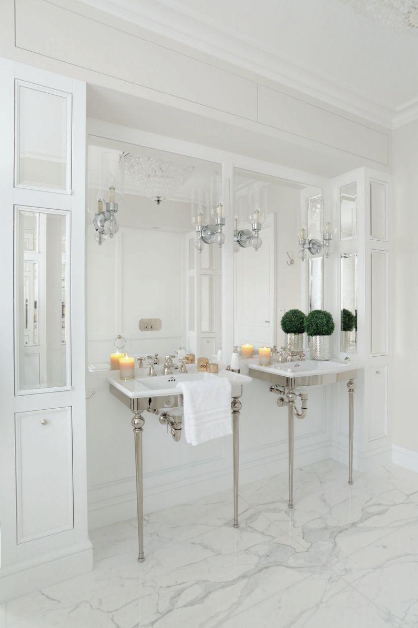 biała łazienka w stylu klasycznym