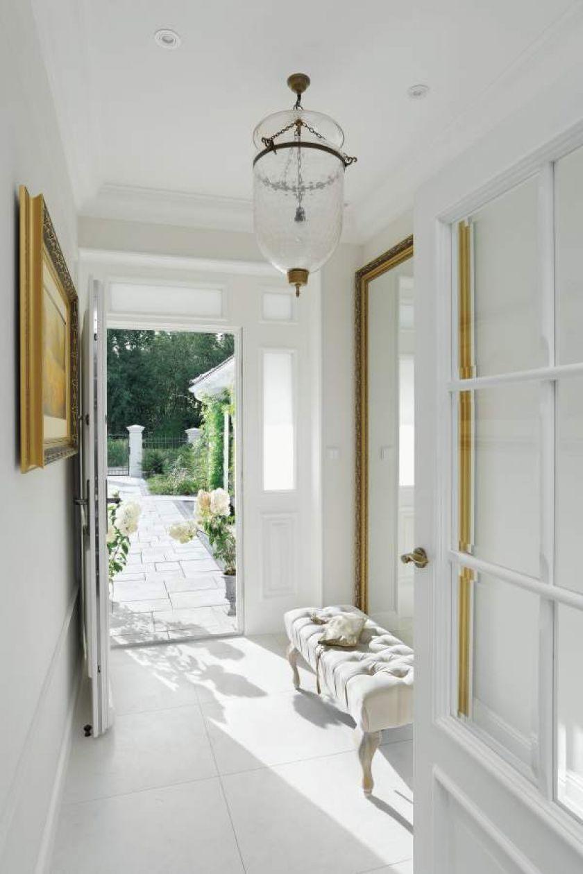modern classic biały hol