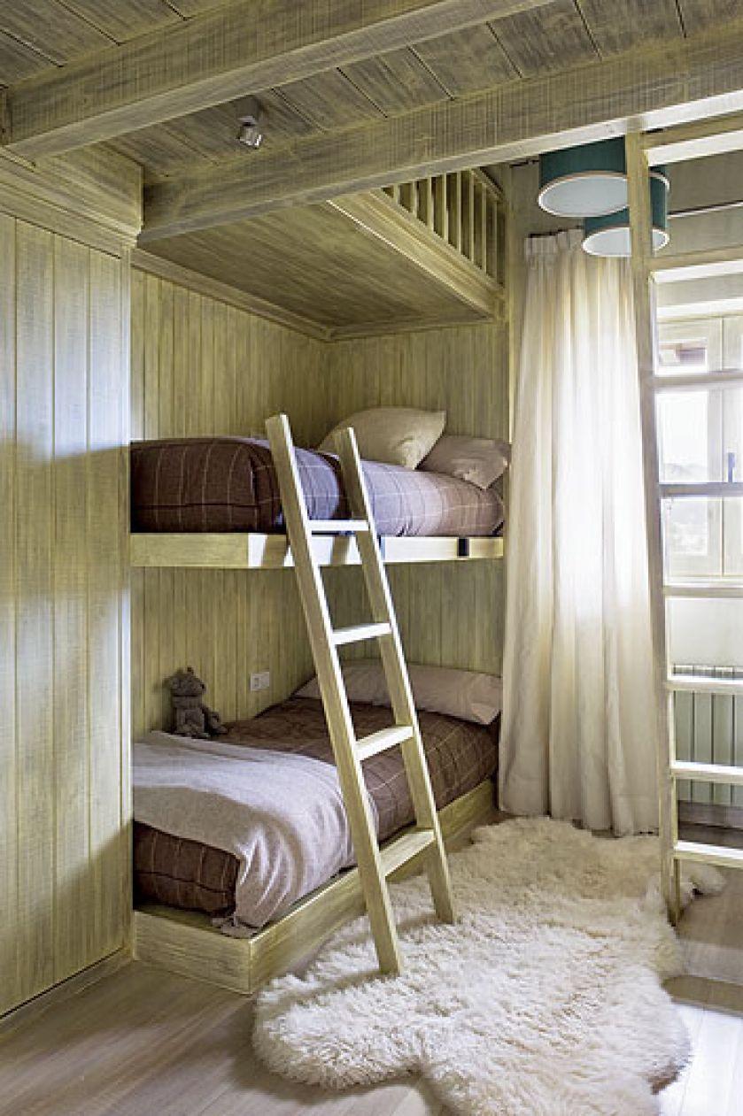 Dzieci lubią piętrowe łóżka. Dom na wzgórzach Katalonii