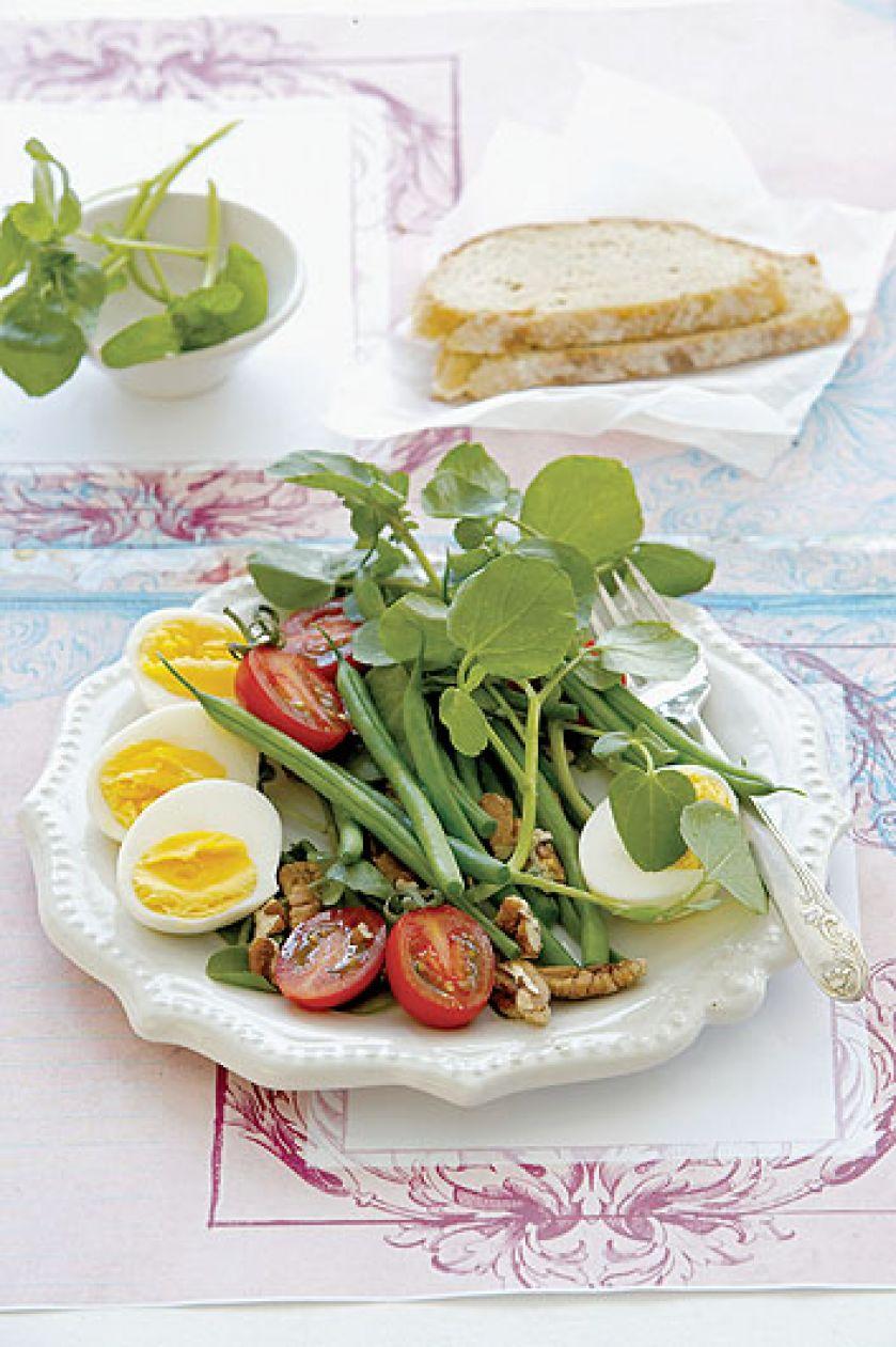 Sałatka warzywno-jajeczna z dressingiem