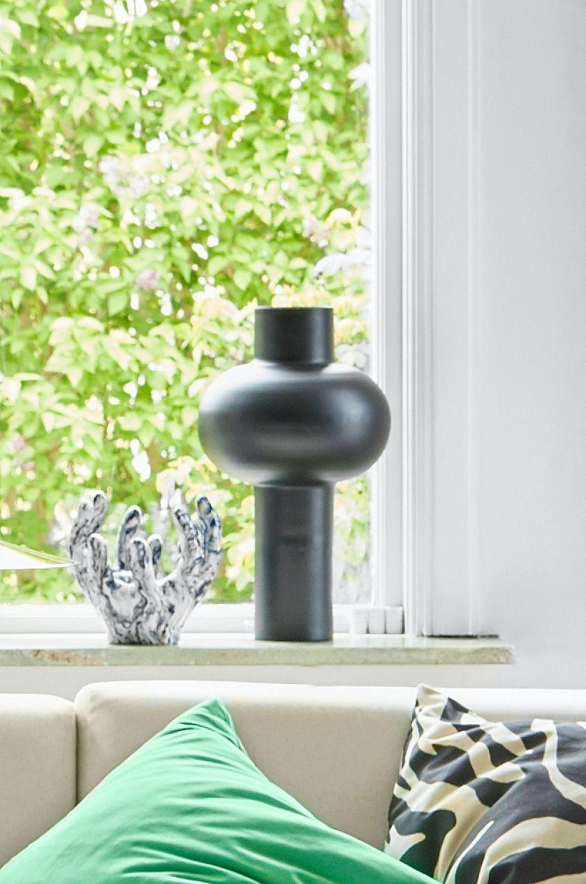 czarny wazon