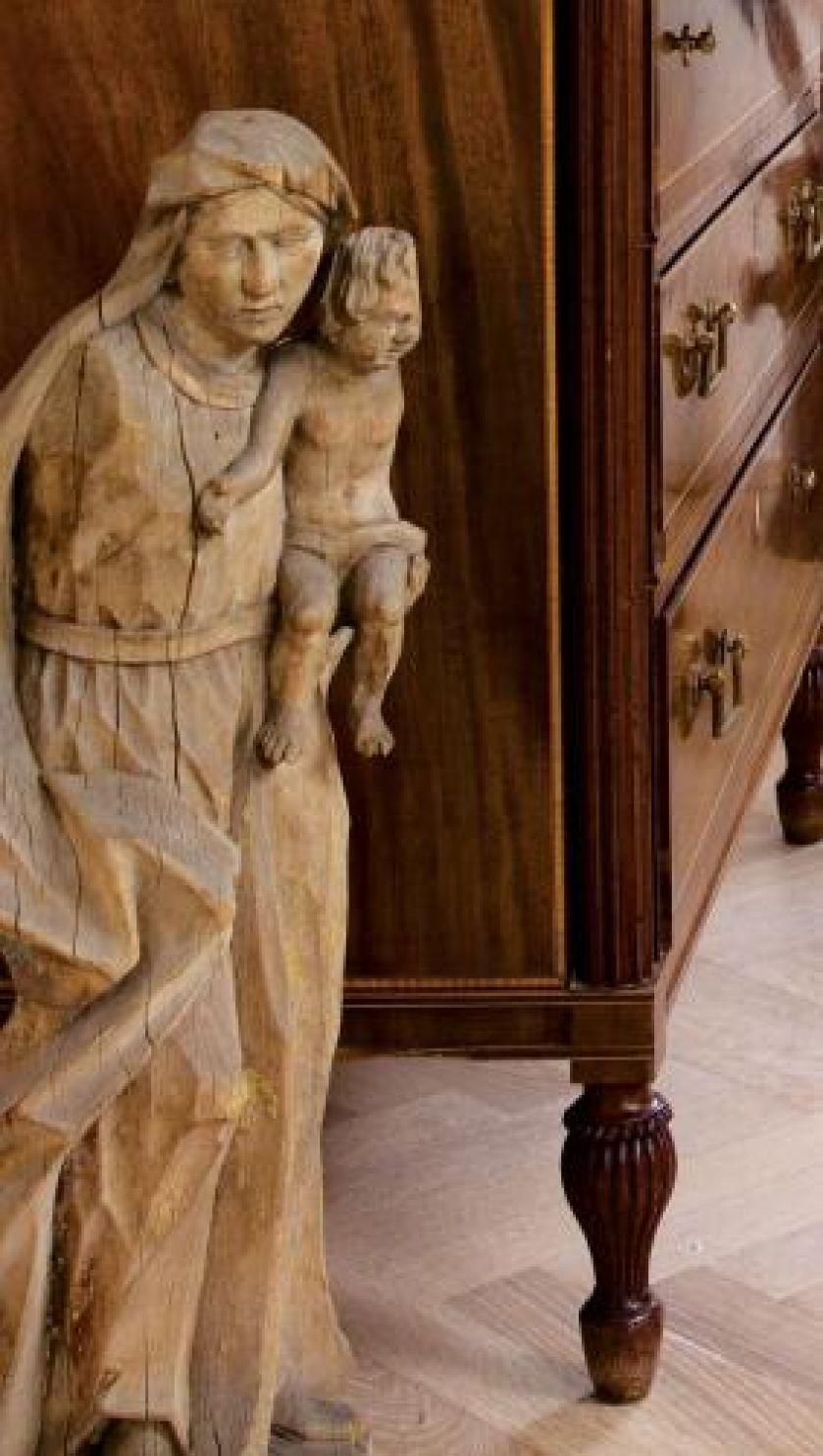 Drewniana rzeźba. Przedwojenna willa z pamiątkami