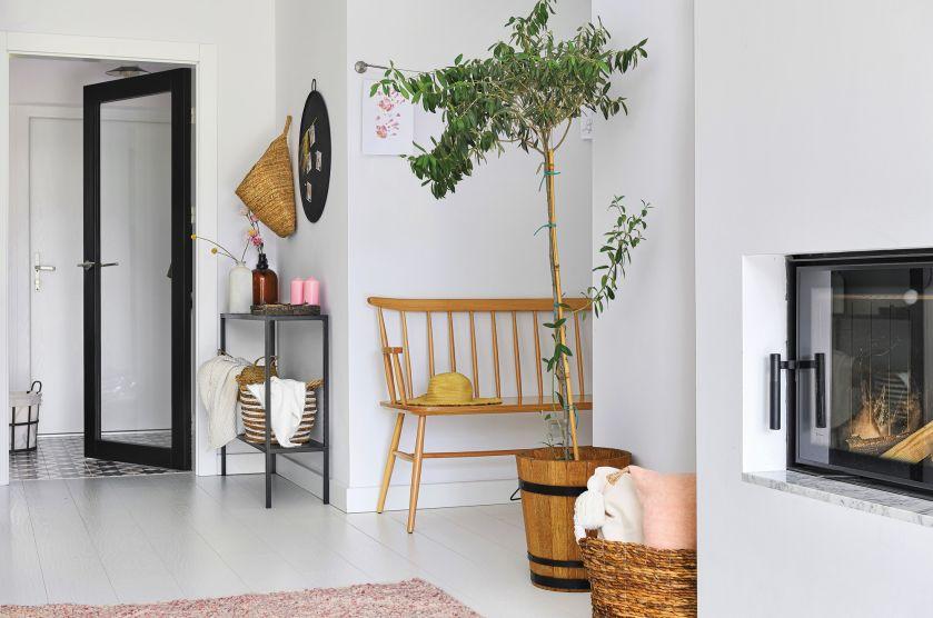 biały salon w stylu skandynawskim