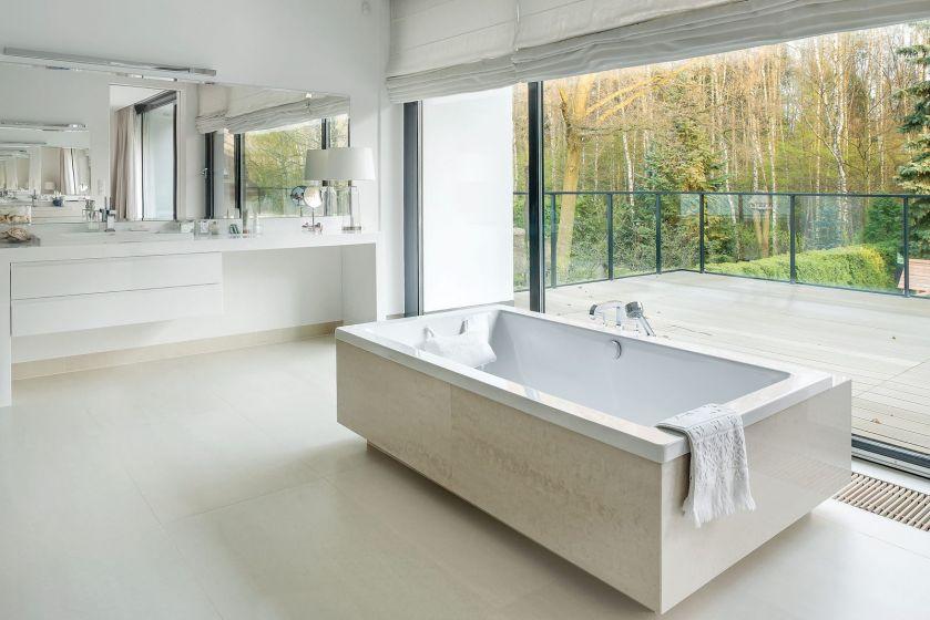 nowoczesna biała łazienka