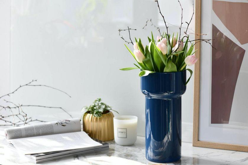 niebieski wazon
