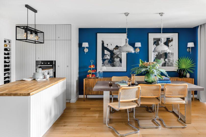 mieszkanie w kontrastowych kolorach