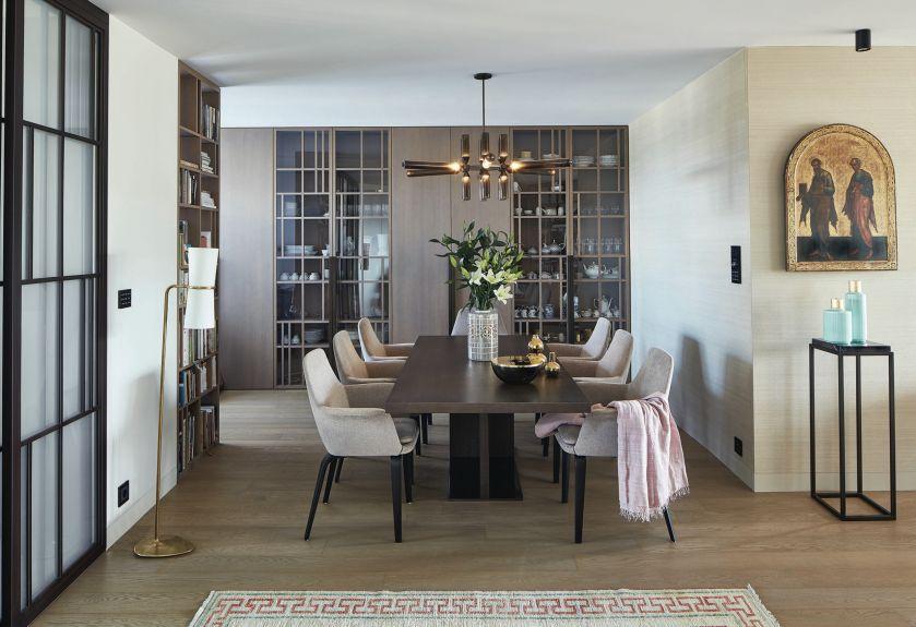 Jak zaprojektować apartament dla ludzi, którzy mieszkają z tysiącami książek, płyt, pamiątek z podróży, nie