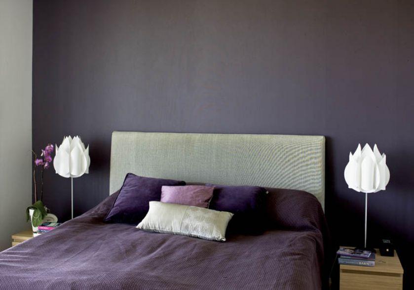 Superwygodne łóżko w sypialni robione było na zamówienie. Specjalny materac dopasowuje się do wagi ciała.