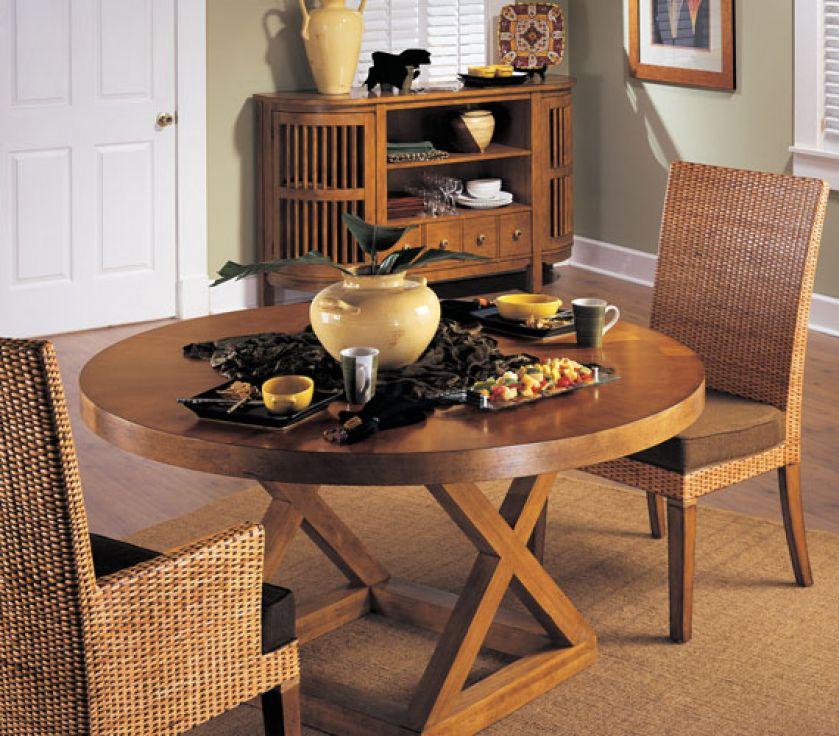 Krzesła przydadzą się nie tylko w jadalni. Postawmy je w salonie obok stolika kawowego i zaprośmy naszego gościa na