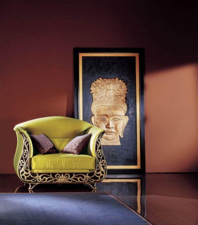 Fotel firmy Roberto Ventura może być wykończony lakierem matowym, spękanym, płatkami złota lub srebra. Kosztuje