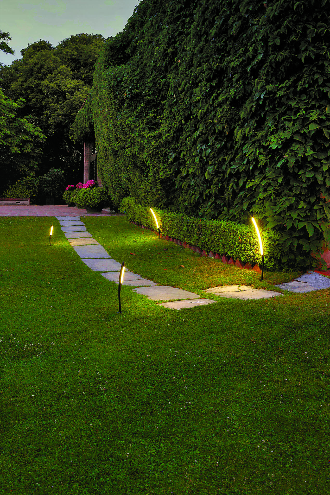 Wybieramy Oświetlenie Ogrodowe świecące Kształty Lampy I